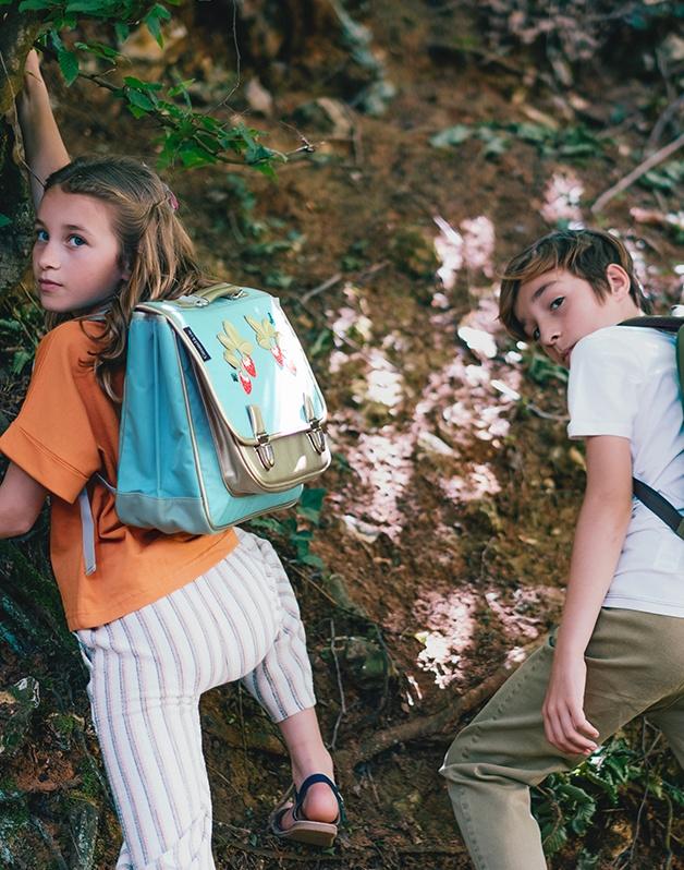Medium schoolbag Wild berries
