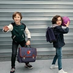 🏀🐯Une partie de basket ? Avec le Maître des éclairs bleu, c'est sûr la victoire est dans la poche ! 😜 ⚡Grrr Bleu existe en 2 tailles, à partir du CP ⚡ . #carameletcie #caramel_et_cie #kidsandfamily #kidslifestyle #kids #instakids #enfance #cartable #binder #sacados #bag #happiness #nouvellecollection #newcollection
